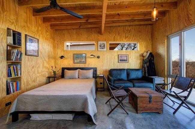 Маленький недорогой деревянный дом в США: современный интерьер