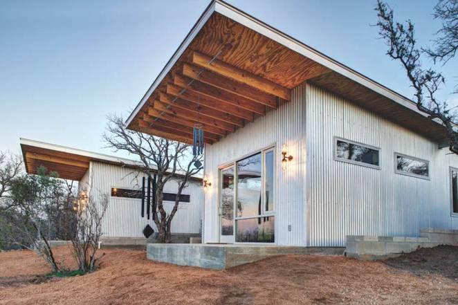 Маленький недорогой деревянный дом в США