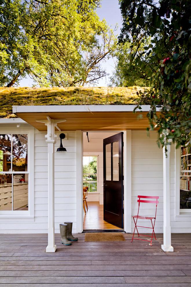 Прихожая маленького уютного дома