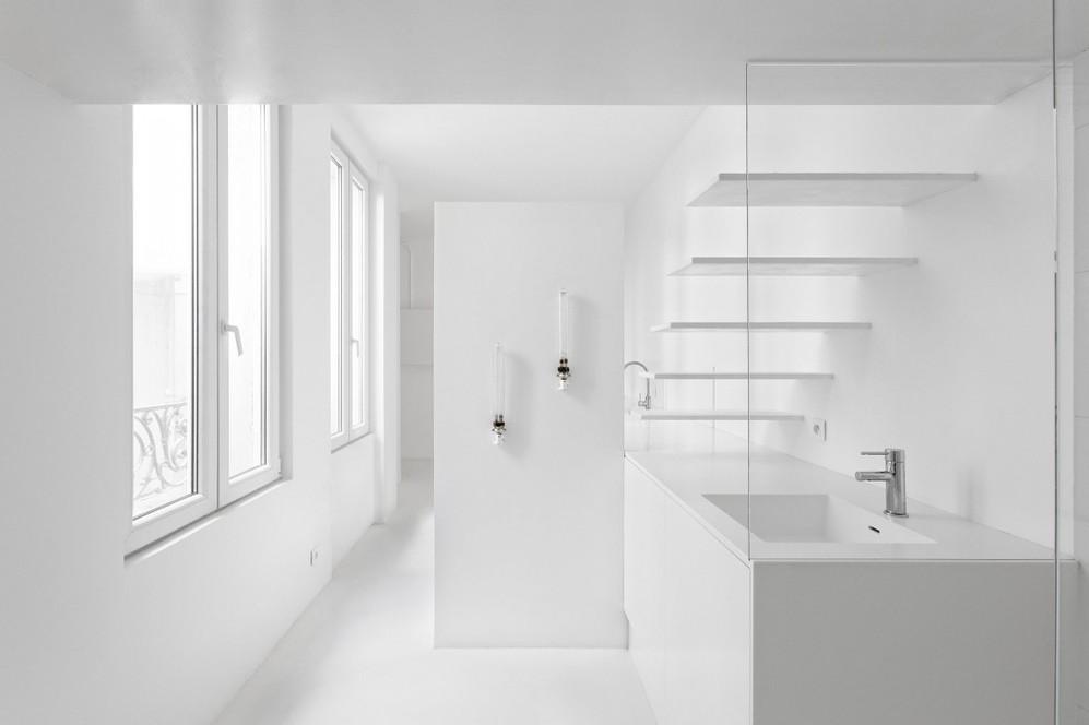 Бра на стене в ванной