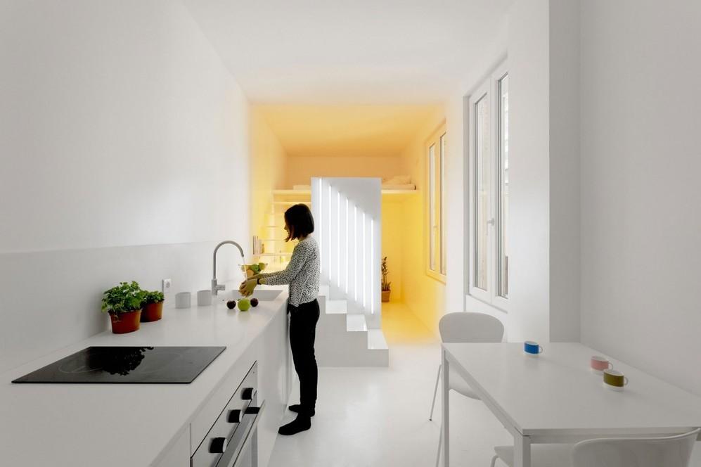 Белое освещение в квартире-студии