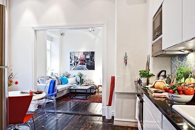 Интерьер элегантной столовой в маленькой квартире