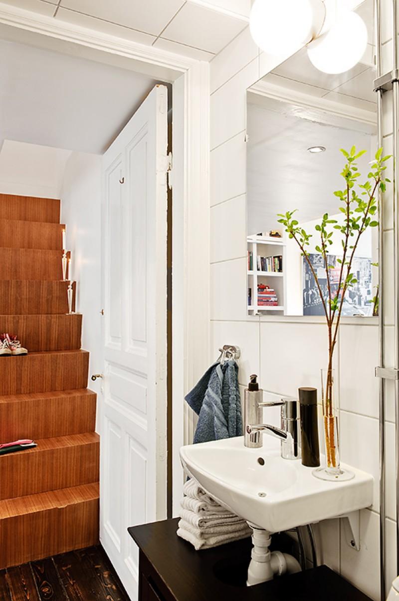 Интерьер элегантной ванной в маленькой квартире