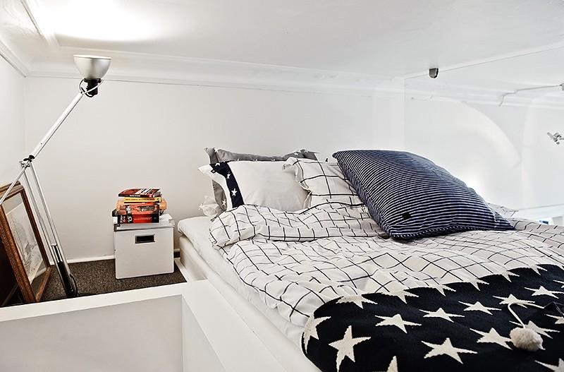 Интерьер элегантной спальни в маленькой квартире