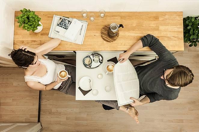 Деревянная мебель для узкой кухни
