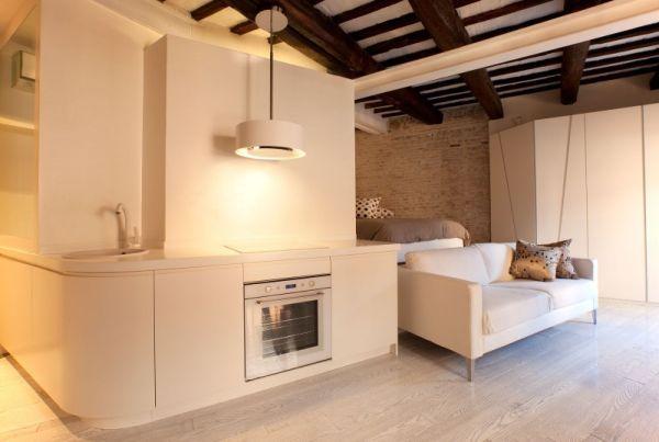 Кухонный уголок в квартире-студии