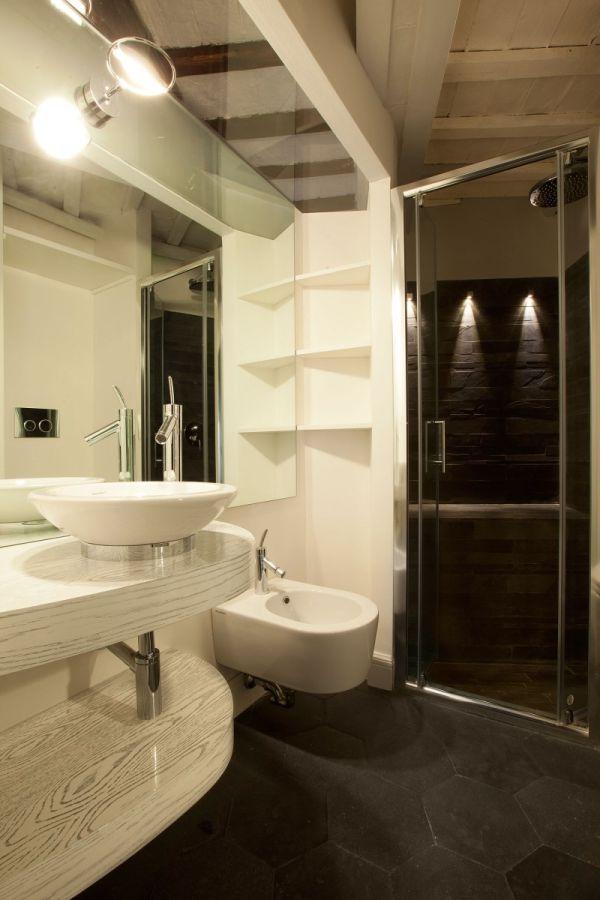 Интерьер ванной в белом цвете