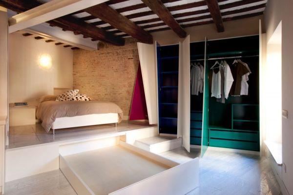 Шкаф для одежды в гостиной