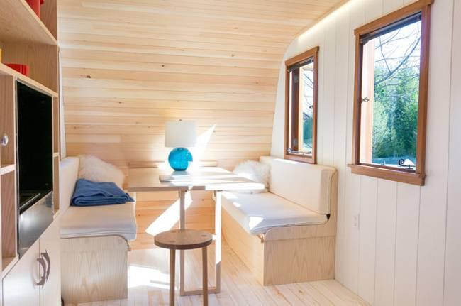 Удобный мини-домик: фото из Онтарио - светлый интерьер
