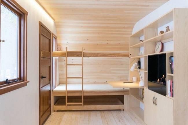 Удобный мини-домик: фото из Онтарио. Светлая отделка, деревянная мебель и продуманный декор делают дом уютным - фото 1