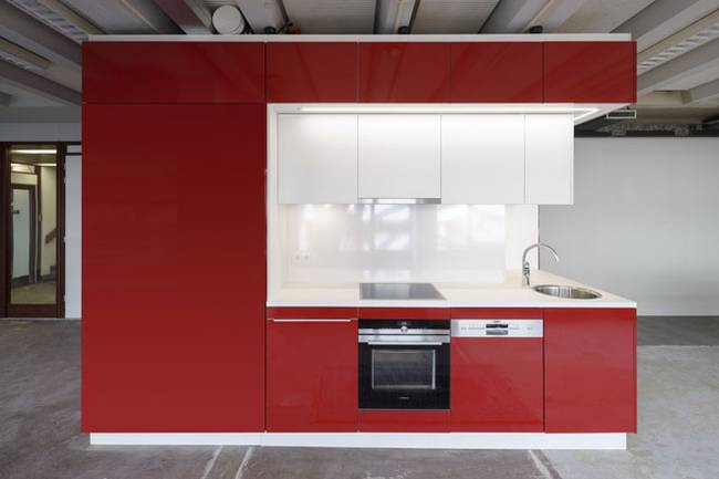Дизайн мини кухни в красном цвете