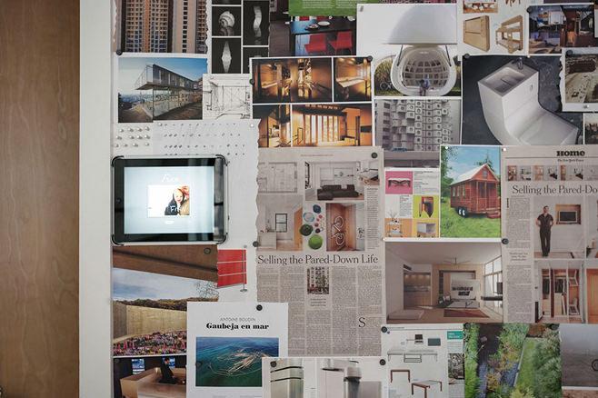 Картинки на стене многофункциональной квартиры-трансформера в Нью-Йорке