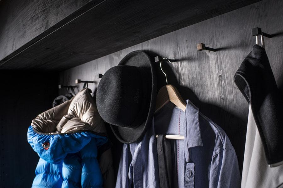 Шкаф для одежды в модуле Living Cube от Тиля Коннекера