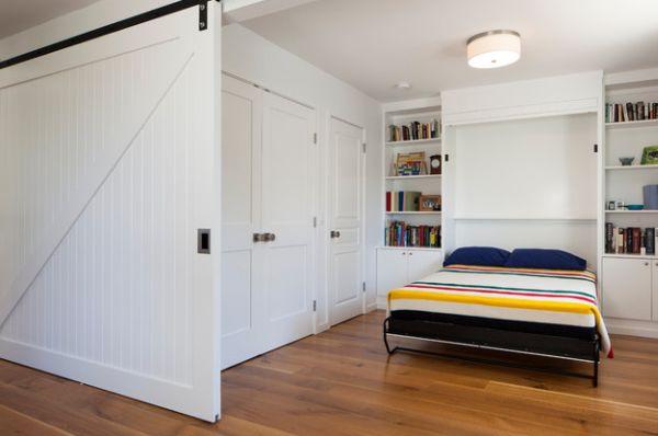 Откидная кровать в белой спальне