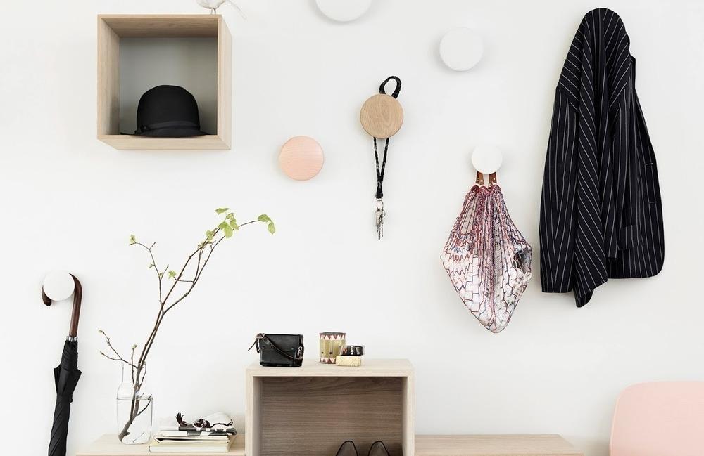 Настенные крючки для одежды