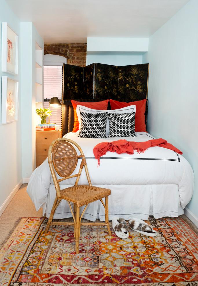 Яркие акценты в оформлении маленькой спальни