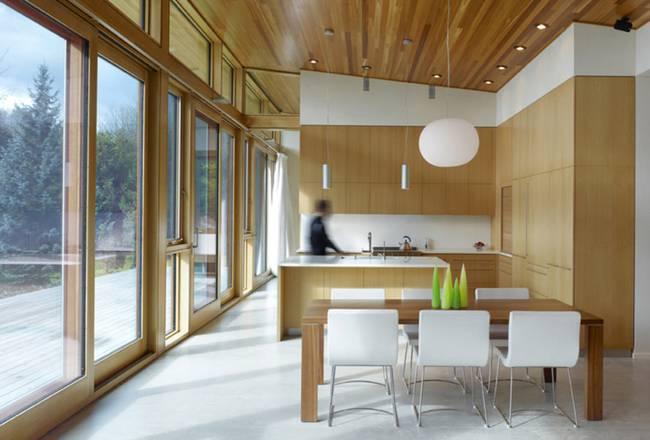 Небольшой дизайнерский дом: деревянная отделка