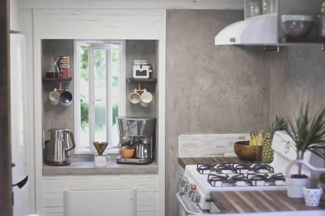 Кухня в небольшом доме на колёсах