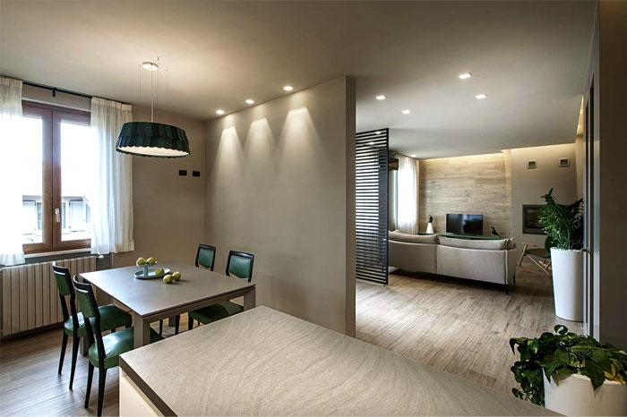 Маленькая квартира в пастельных тонах с зелёными акцентами
