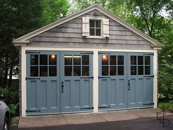 Распашные гаражные ворота с окнами