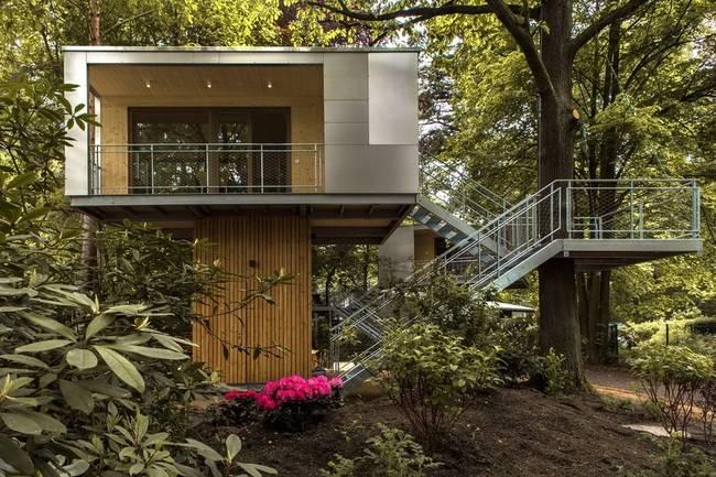 Терраса необычного дома на дереве