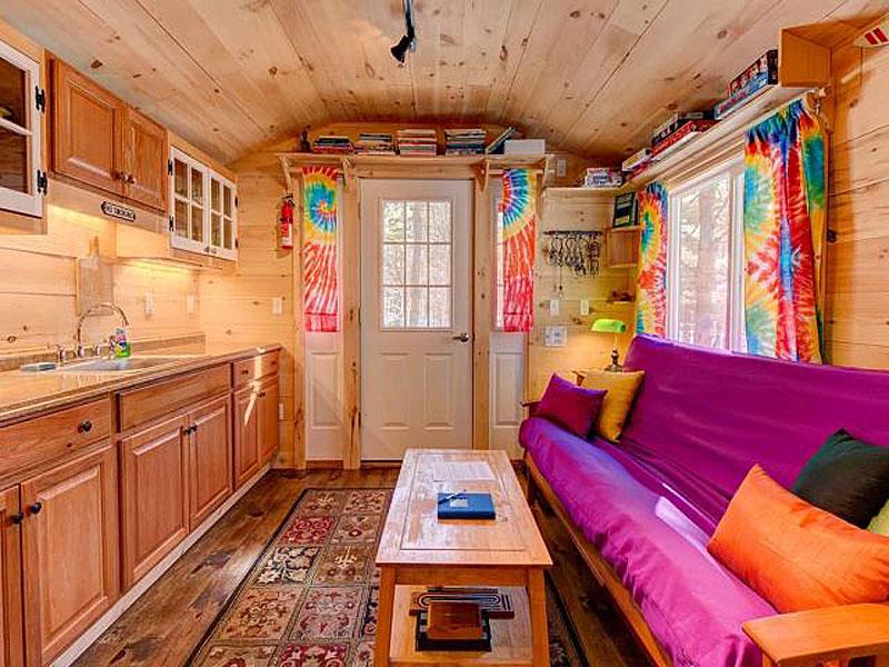 Интерьер необычного маленького дома