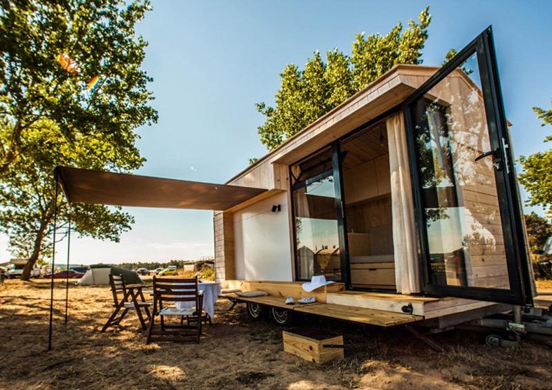 Необычный маленький дом с террасой