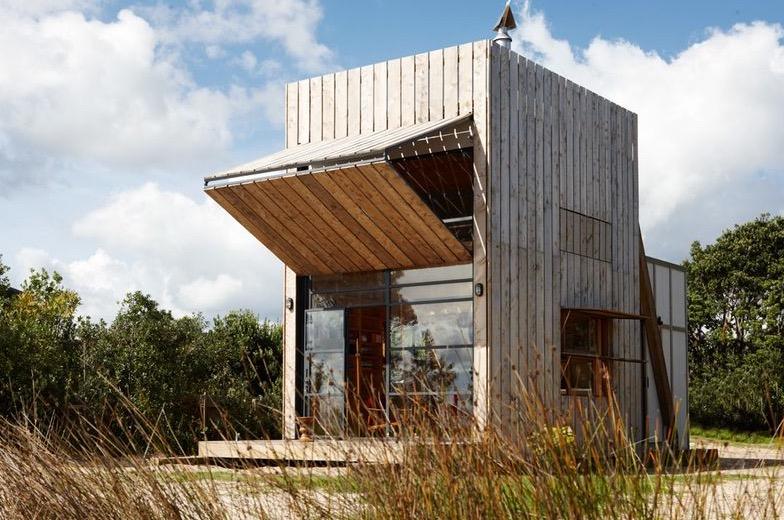 Необычный прямоугольный маленький дом