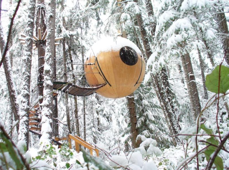 Необычный маленький дом от Tom Chudleigh