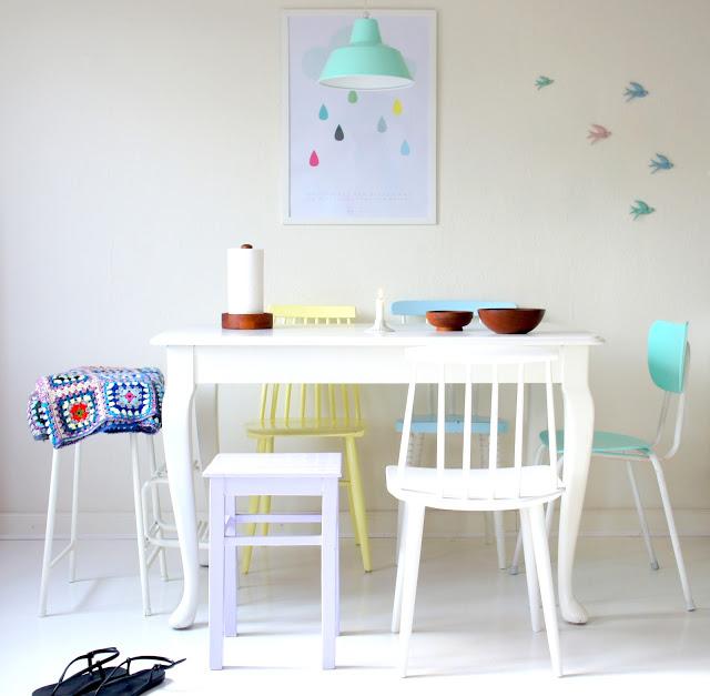 Интерьер столовой в женской квартире