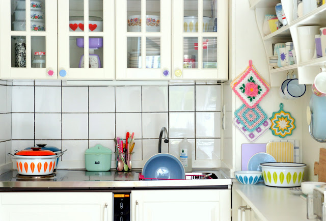 Интерьер кухни в женской квартире