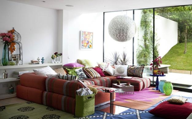 Красочная мебель в гостиной