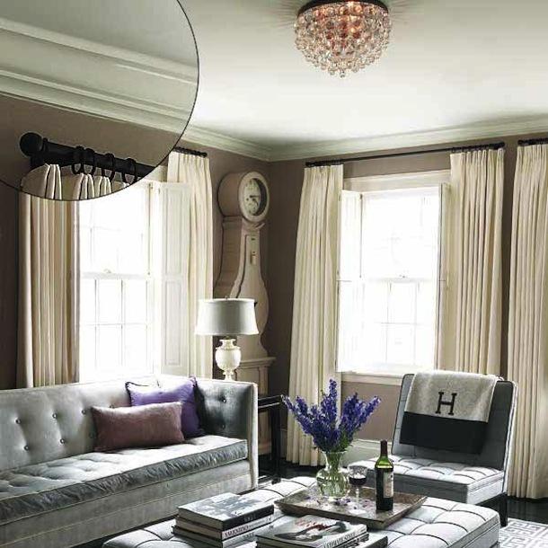 Низкие потолки в маленькой гостиной
