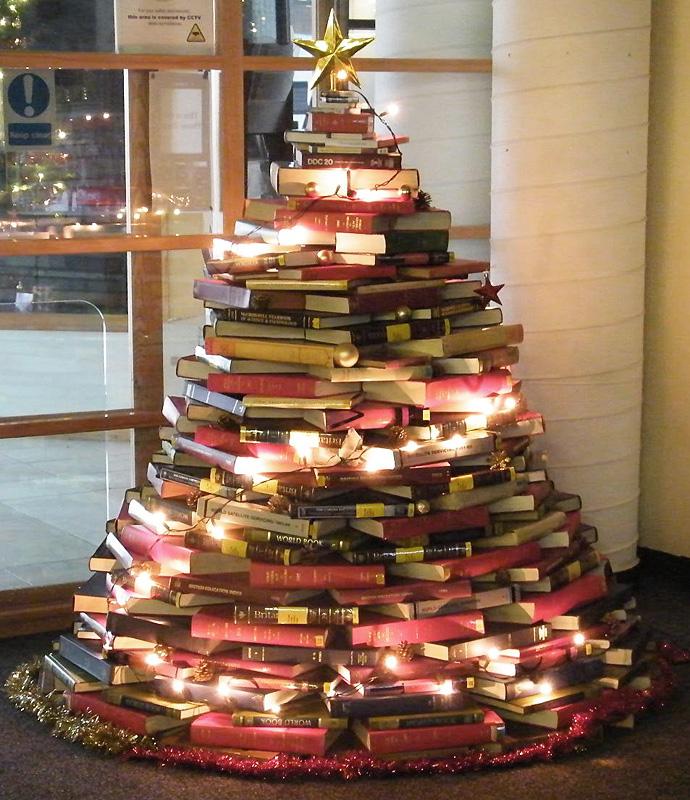 Новогодний интерьер из книг