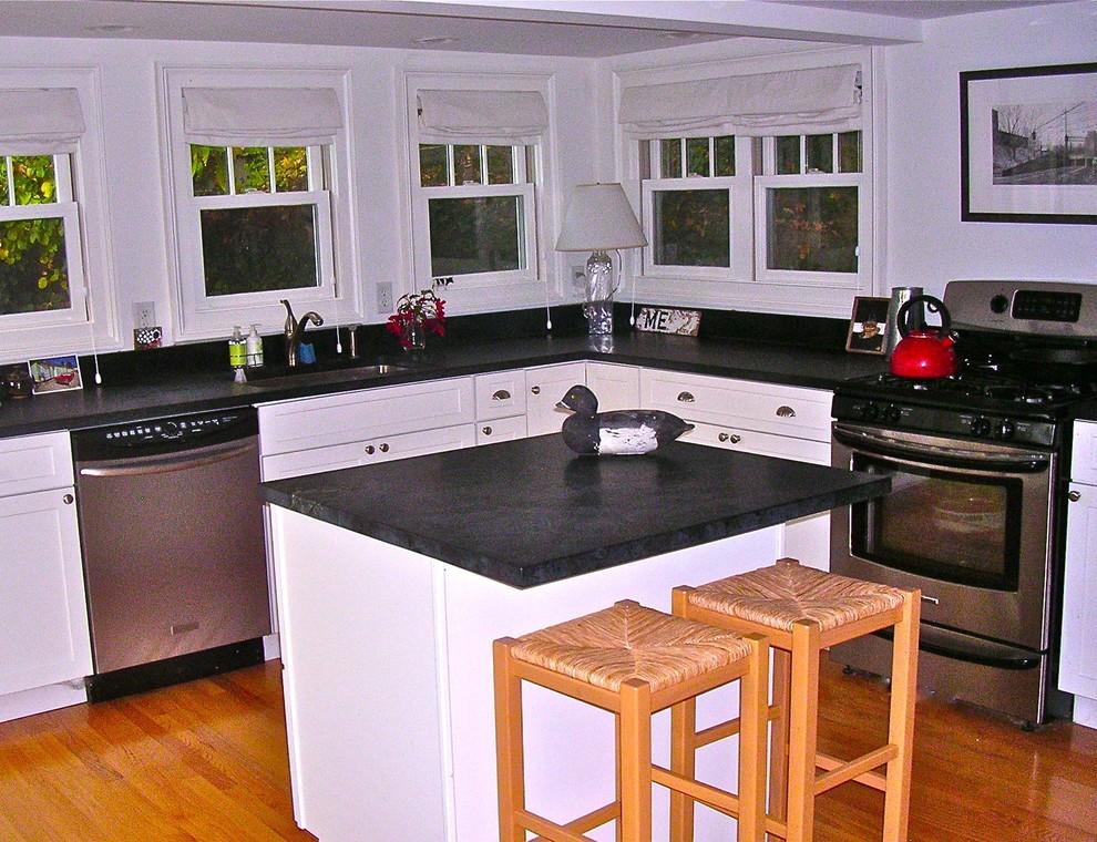 Кухня небольшого особняка в США
