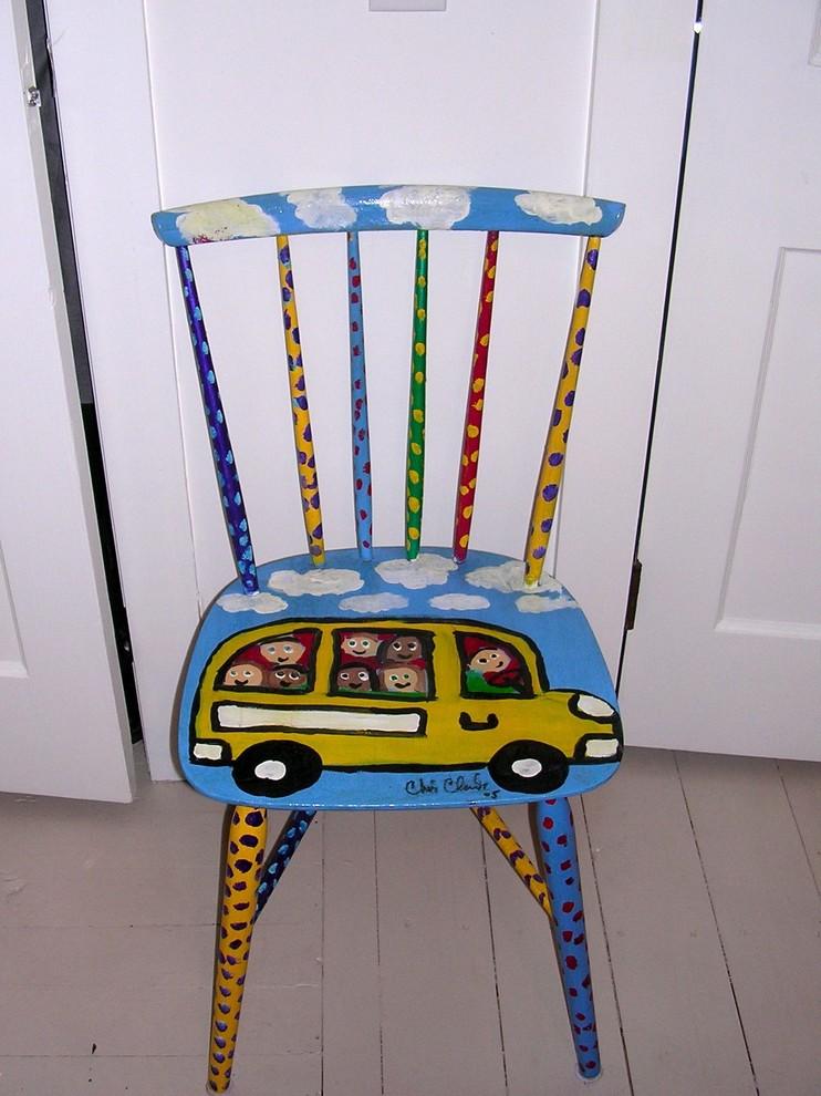 Красочный стул с рисунком