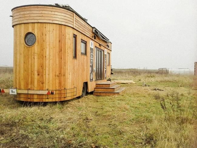Обустройство маленького дома. Внешний вид деревянного «жилого вагона»