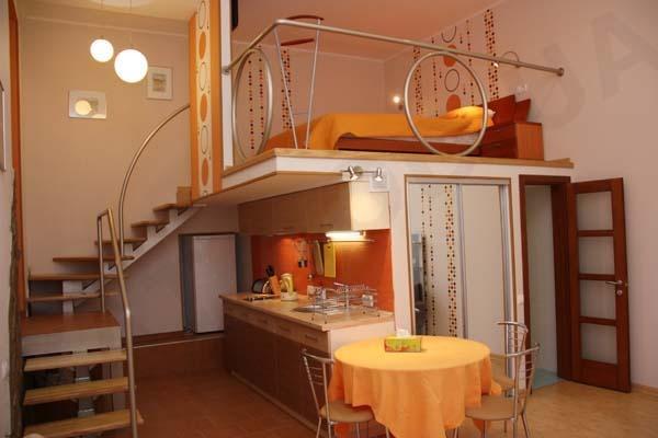 Спальня над кухней