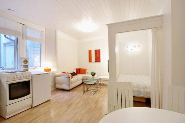Спальня за шторкой в квартире-студии