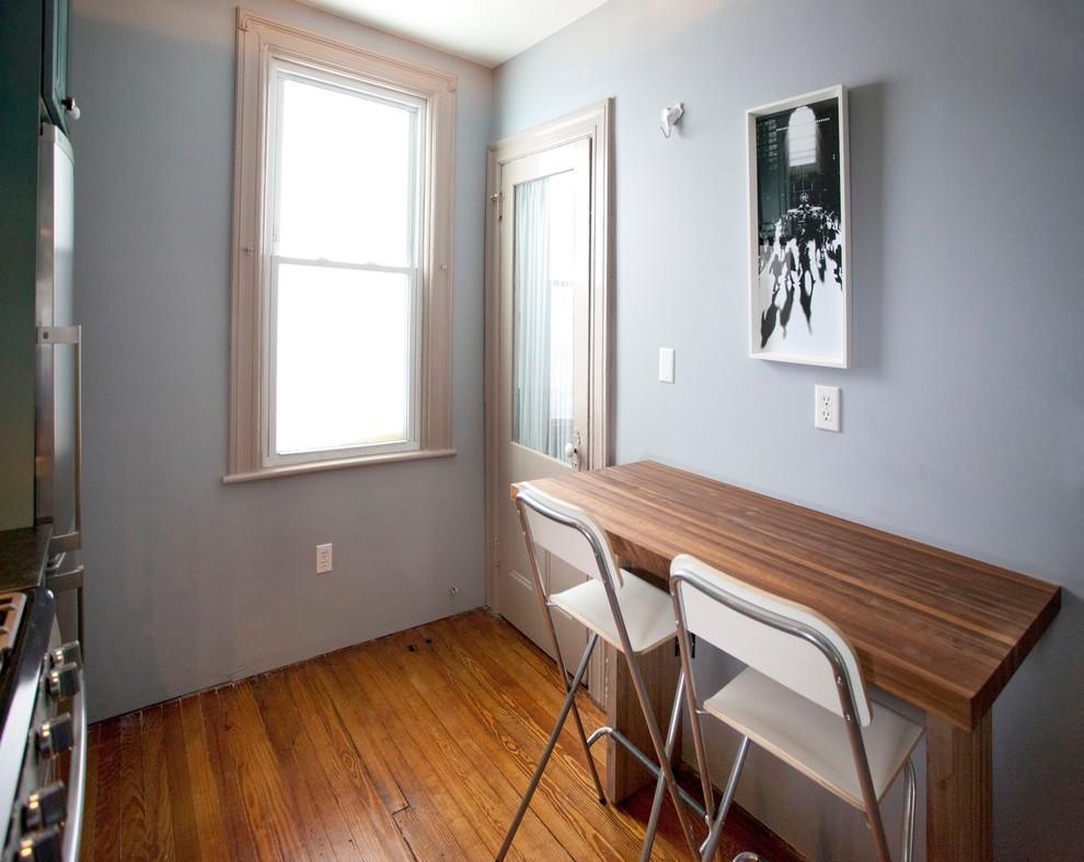 Складне стулья и стол в разложенном виде