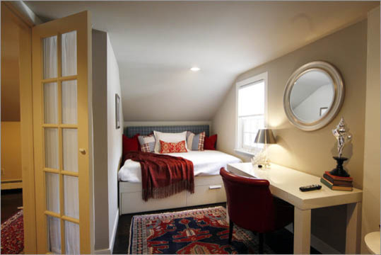 Спальня в мансардном помещении
