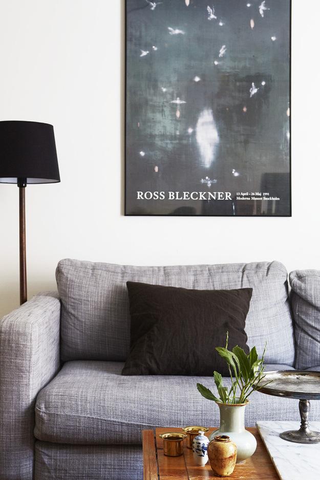 Картина на стене над диваном