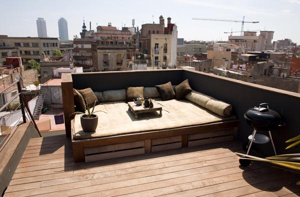 Патио на балконе маленькой студии в Барселоне