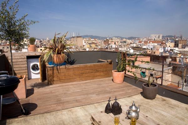 Балкон маленькой студии в Барселоне