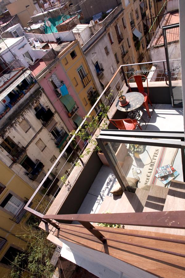Вид с балкона маленькой студии в Барселоне