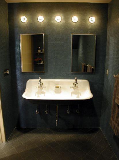 Двойная винтажная раковина в ванной