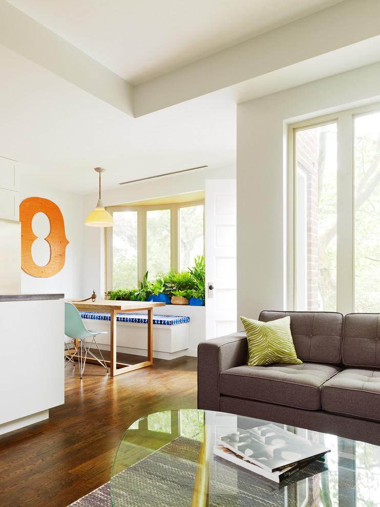 Столовая и гостиная комфортабельных маленьких апартаментов
