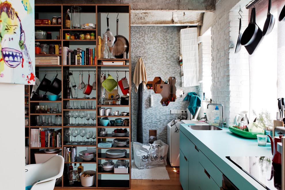 Кухня маленьких апартаментов в индустриальном стиле