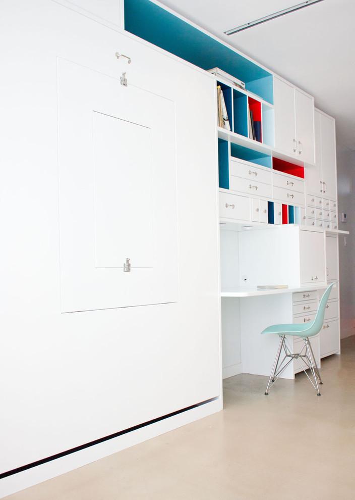 Кабинет комфортабельных маленьких апартаментов