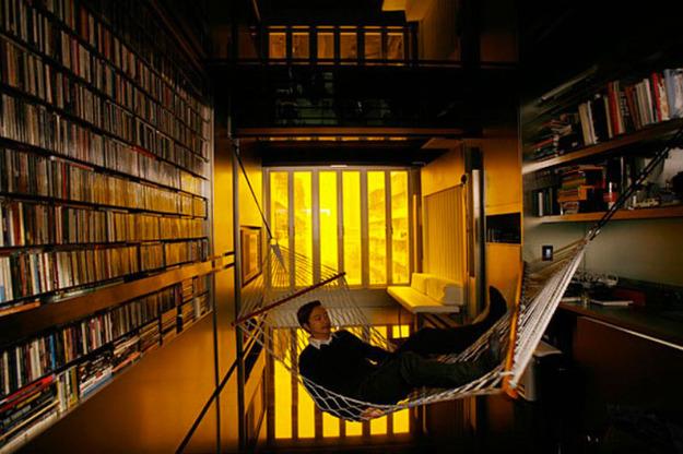 Гамак в домашней библиотеке